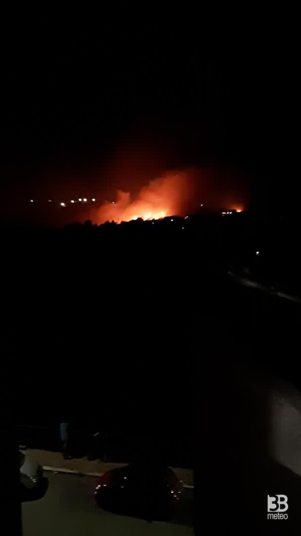 Cronaca meteo video - CALDO E INCENDI in Puglia, situazione a Vico del Gargano