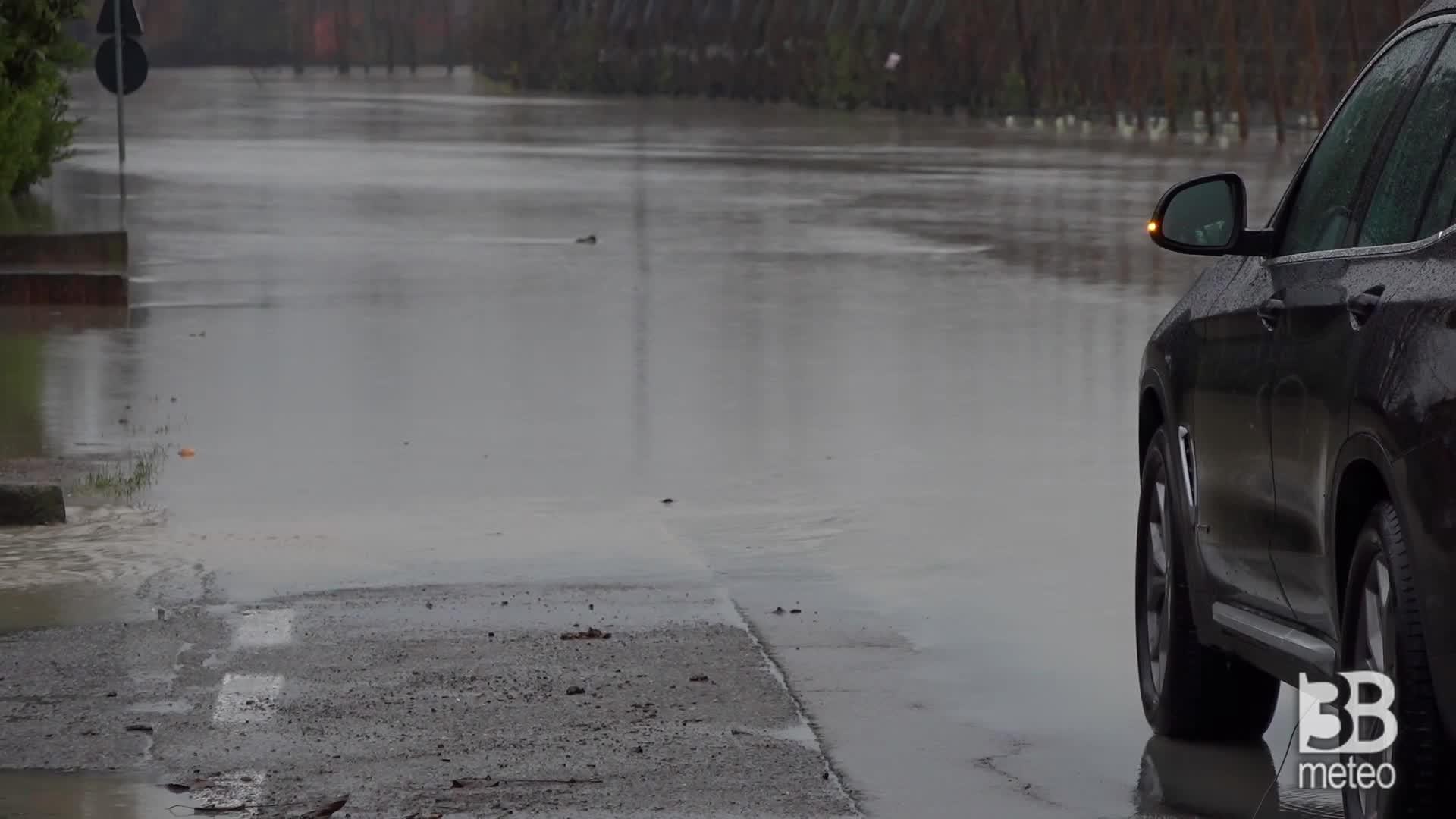 Esondazione Panaro nel modenese: strade allagate