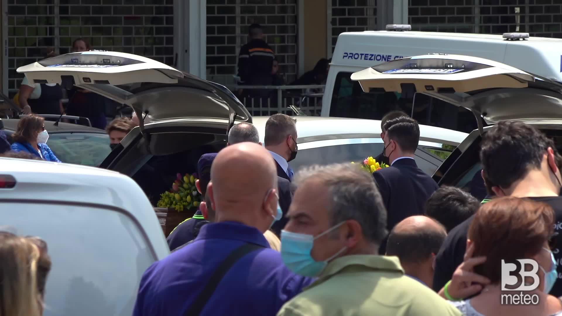 San Fermo (Va) funerali vittime : arrivo delle salme