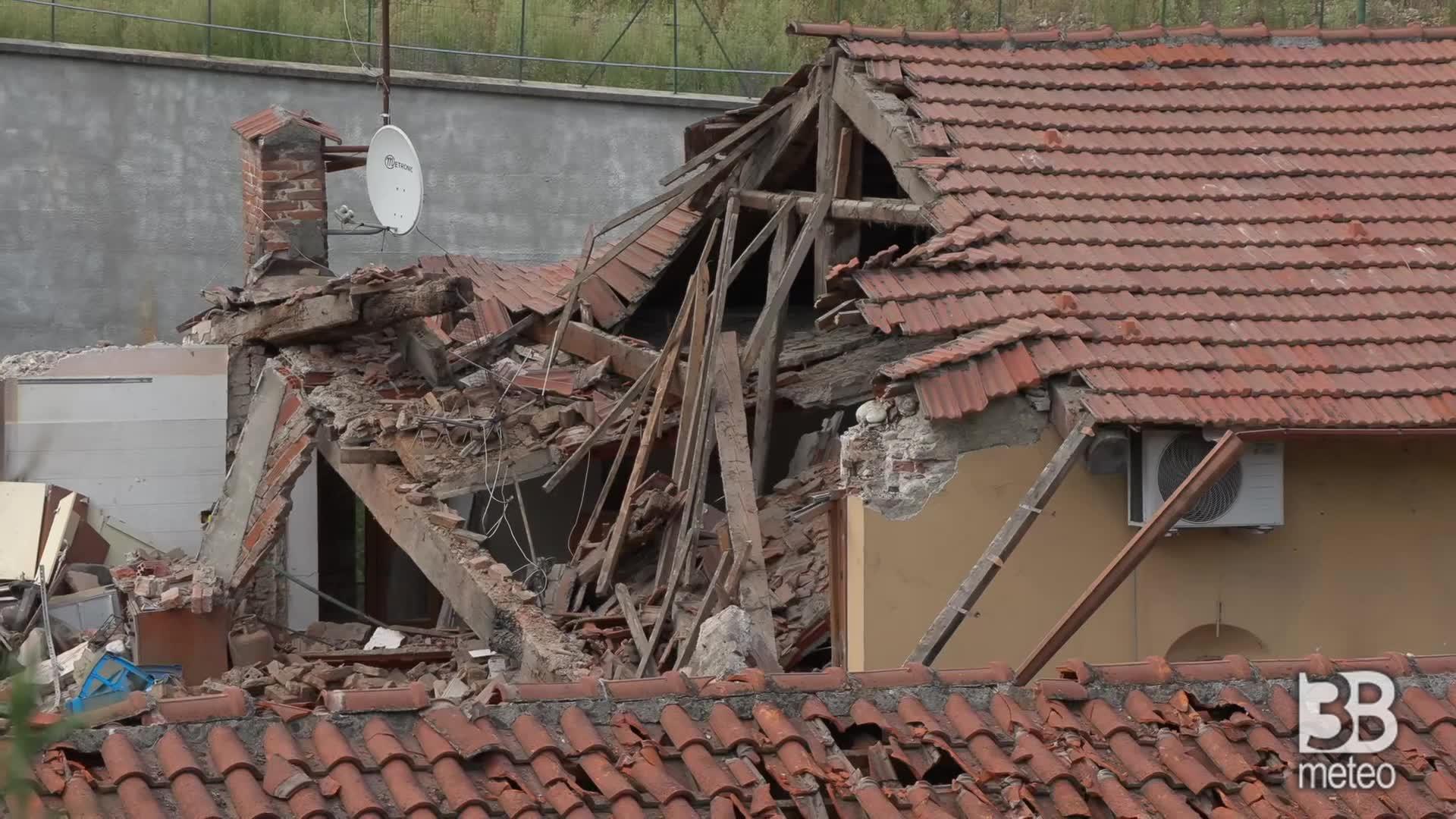 Torino, crolla una palazzina: si cercano dispersi