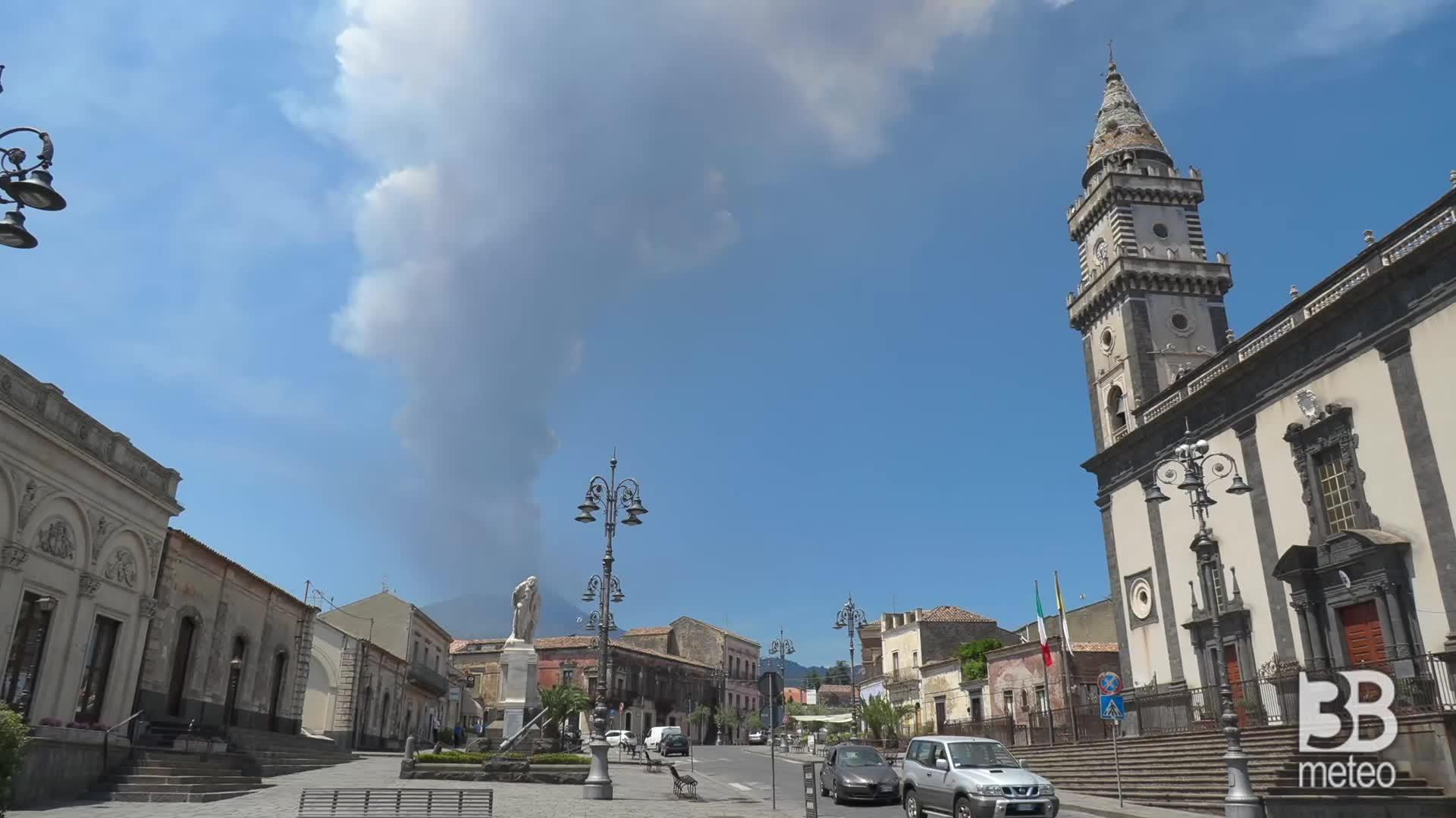 Cronaca VIDEO DIRETTA: Etna, nuova eruzione, le immagini da Pedara