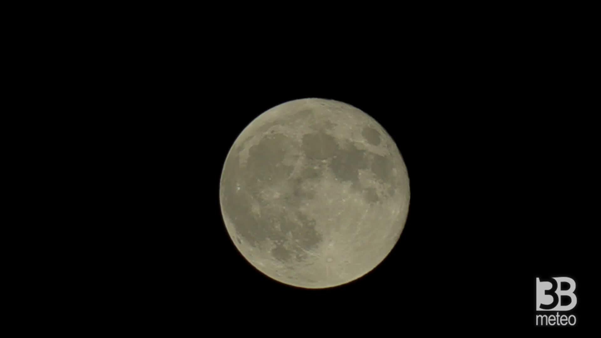 La notte della Superluna: la pi? grande del 2021