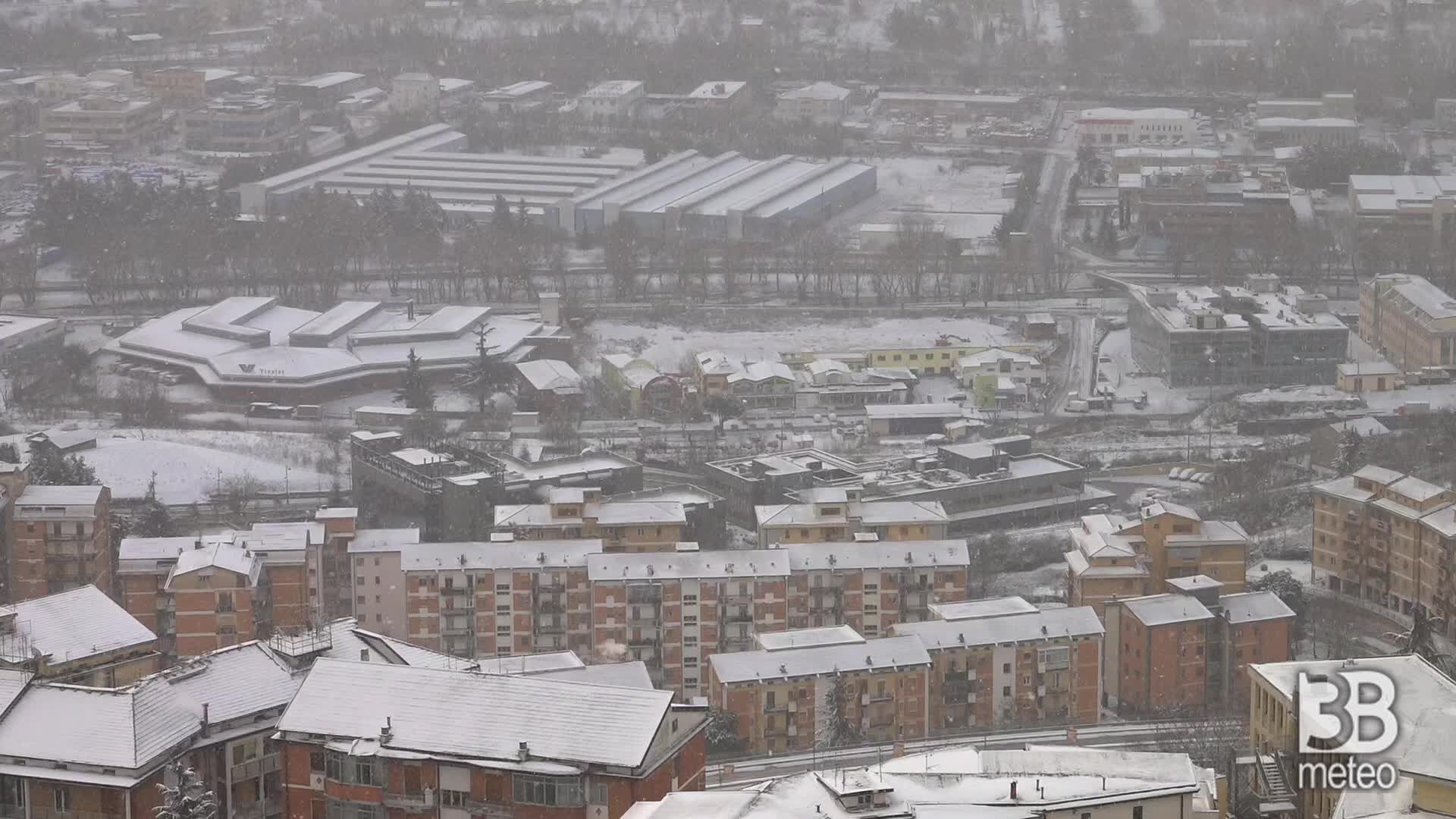 Pontenza, torna a nevicare : immagini del mattino
