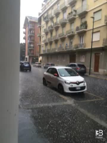 Meteo Cronaca diretta, grandine a Torino. Video