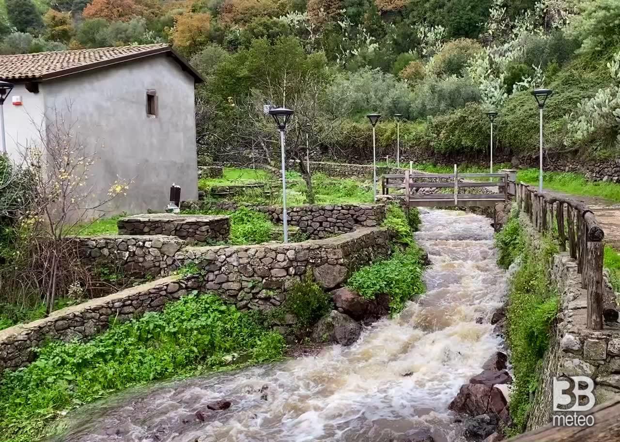 CRONACA METEO - SARDEGNA, Bortigali: Burgusada antico mulino dopo le abbondanti PIOGGE - VIDEO