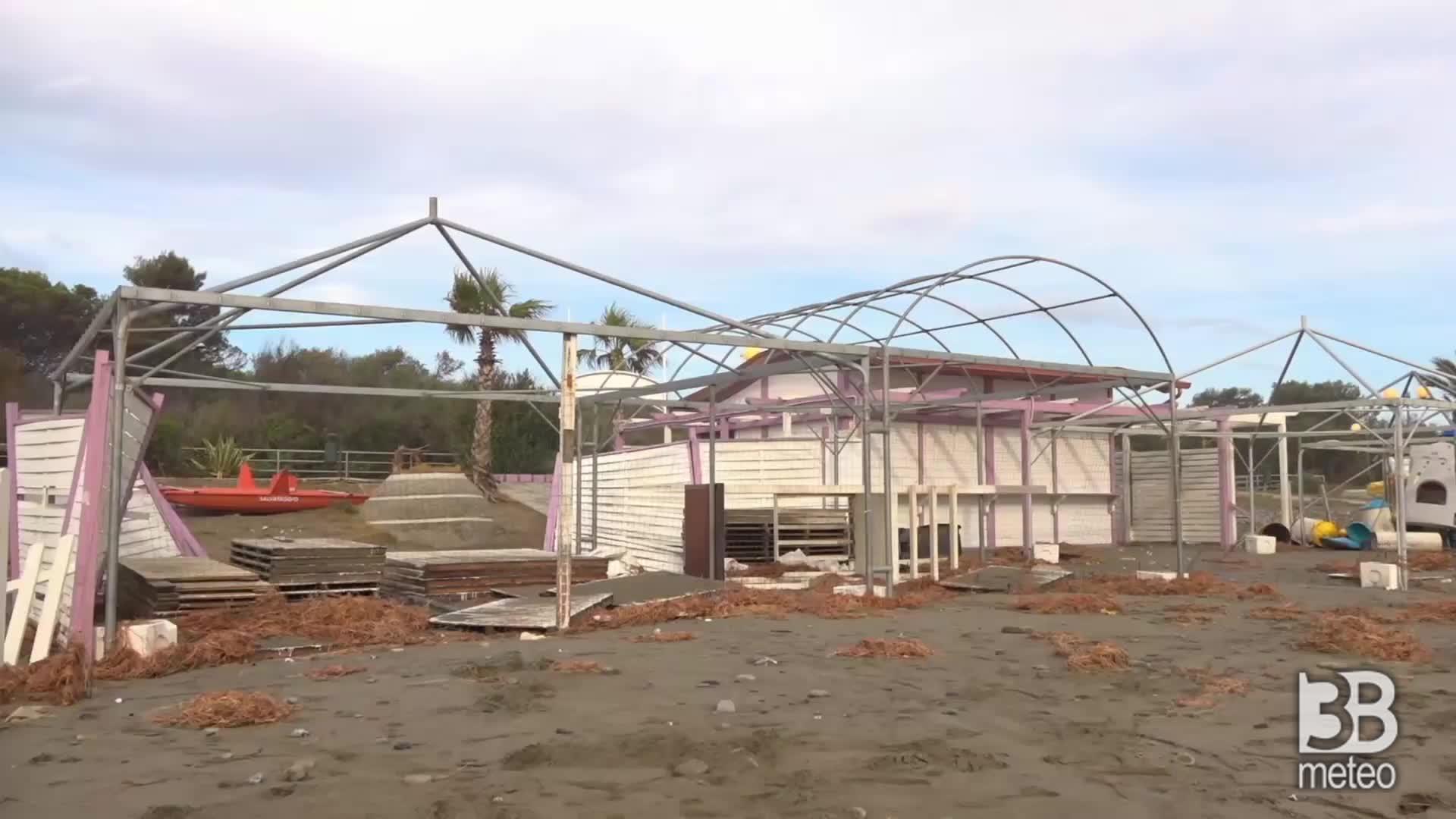 CRONACA METEO maltempo, devastazione al Lido di Policoro, strutture distrutte dalla mareggiata