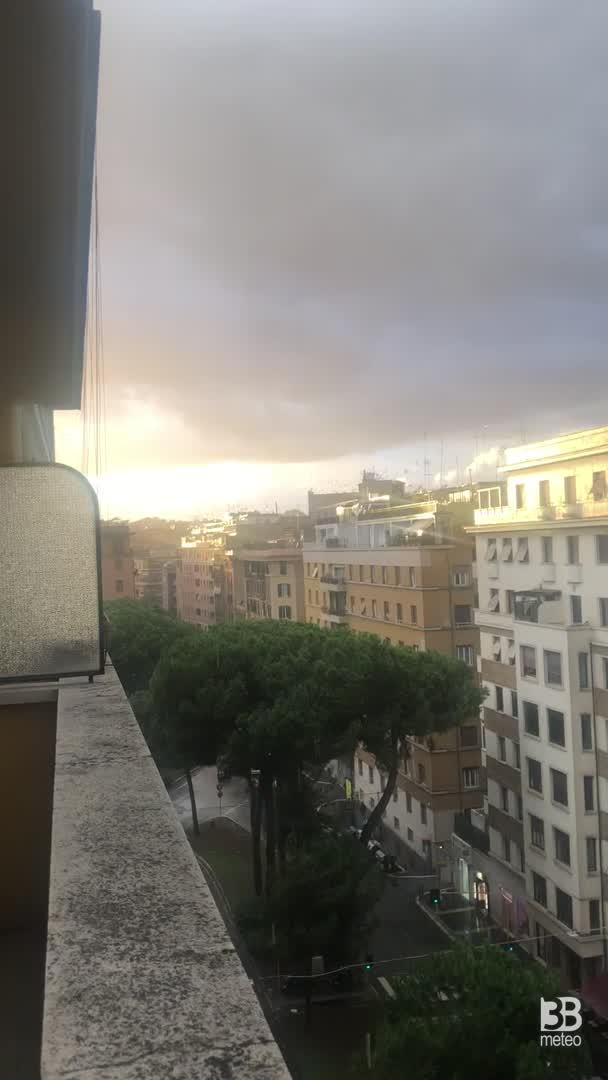 Cronaca METEO VIDEO, temporale e arcobaleno a Roma