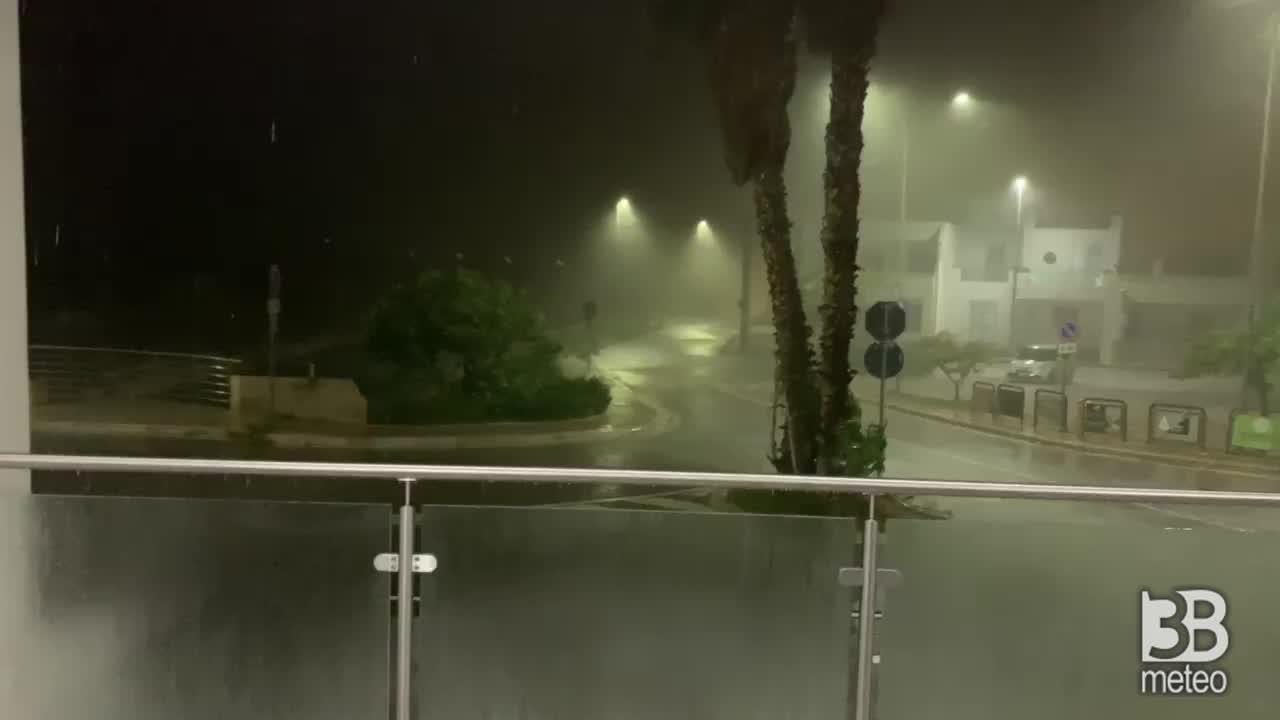 Cronaca METEO VIDEO, Puglia: VIOLENTO TEMPORALE a TORRE PALI