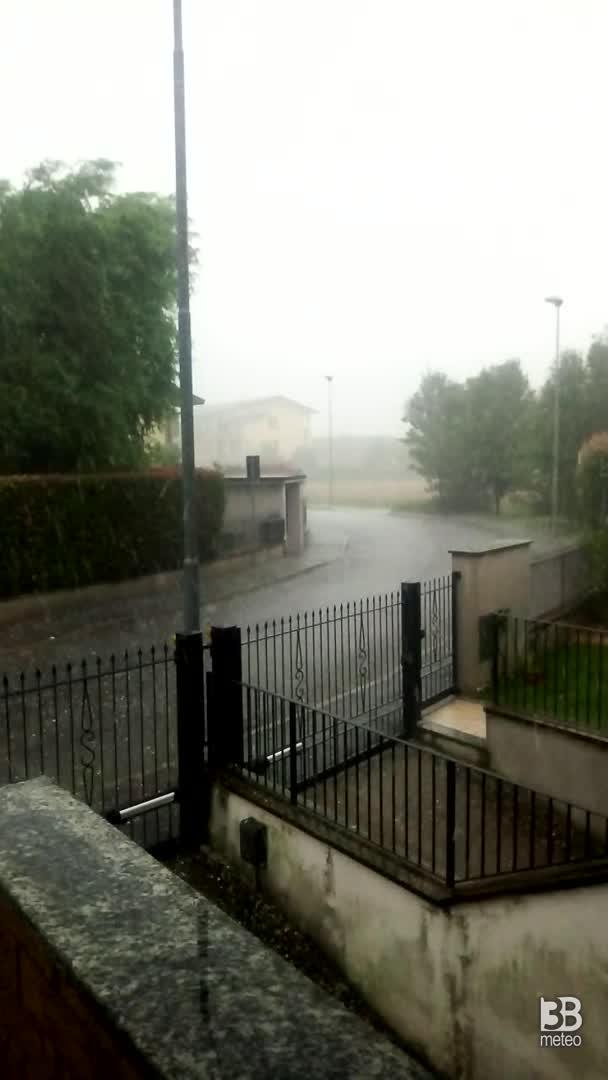CRONACA METEO - Forte TEMPORALE con GRANDINE Sabato pomeriggio nella zona di Varese - VIDEO
