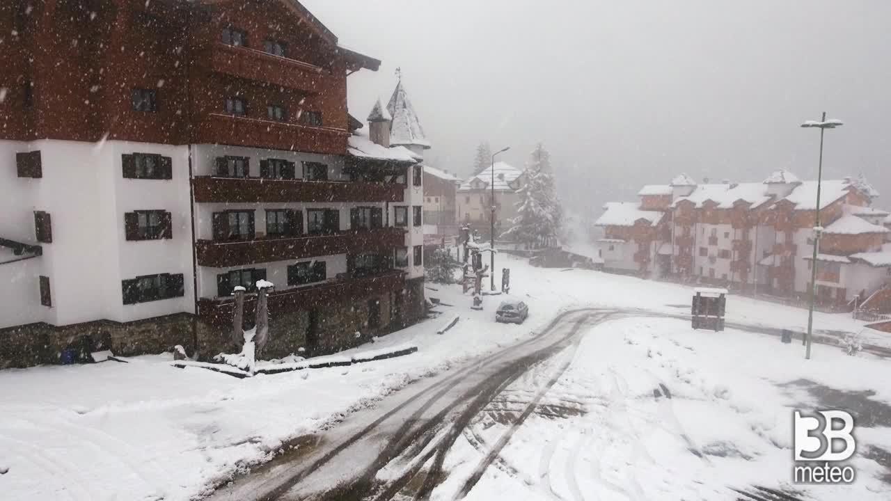 Foppolo dal drone con neve il primo maggio