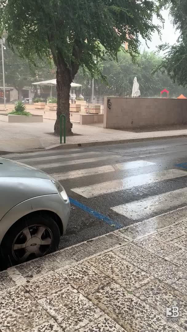 CRONACA METEO DIRETTA - TEMPORALI in intensificazione in PUGLIA, la situazione a BARLETTA - VIDEO