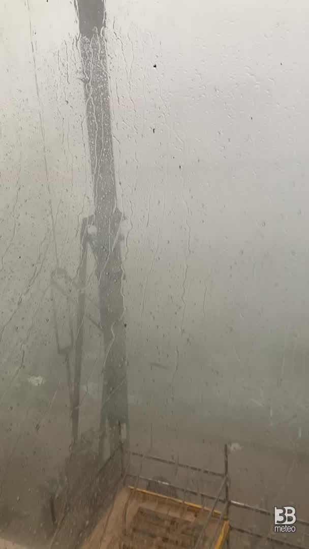 Cronaca meteo video: VIOLENTO TEMPORALE A ROZZANO