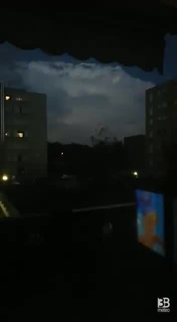 CRONACA METEO - Maltempo al Nord, forti temporali intorno a Milano - VIDEO