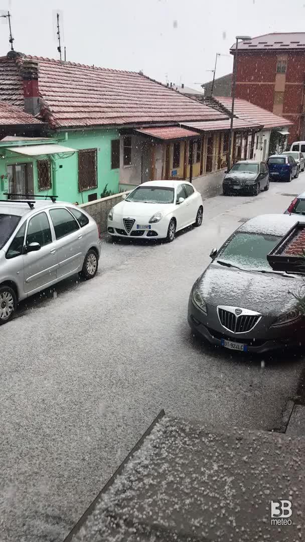 CRONACA METEO DIRETTA - Temporali e GRANDINE in Basilicata. La situazione a Melfi, provincia di POTENZA - VIDEO