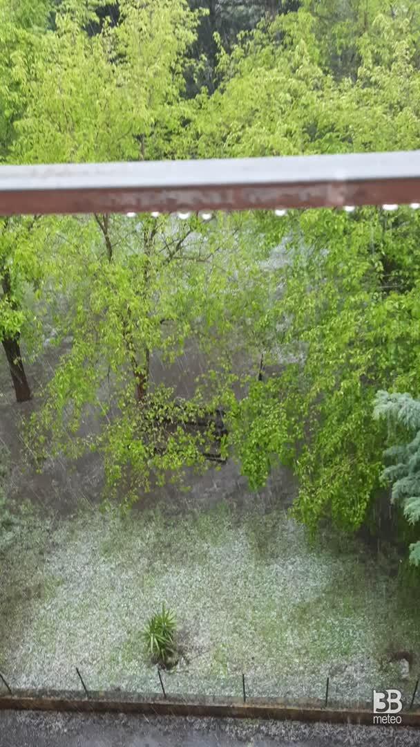 CRONACA METEO DIRETTA - ROMA, si scatena il temporale, arriva anche la grandine - VIDEO