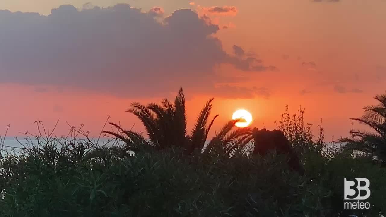 METEO cronaca diretta: DOPO IL MALTEMPO , torna il sole. Spettacolare TRAMONTO. VIDEO