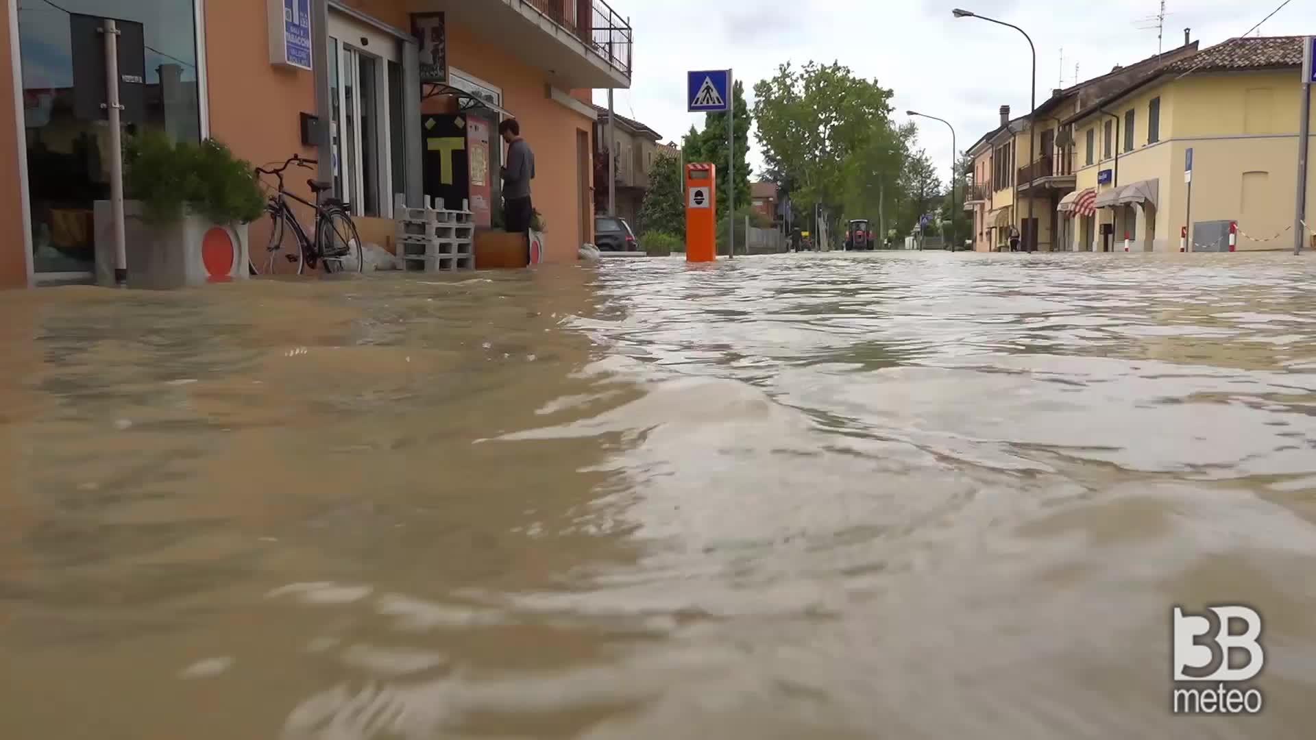 Maltempo Romagna: alluvione a Villafranca, Forlì: situazione critica