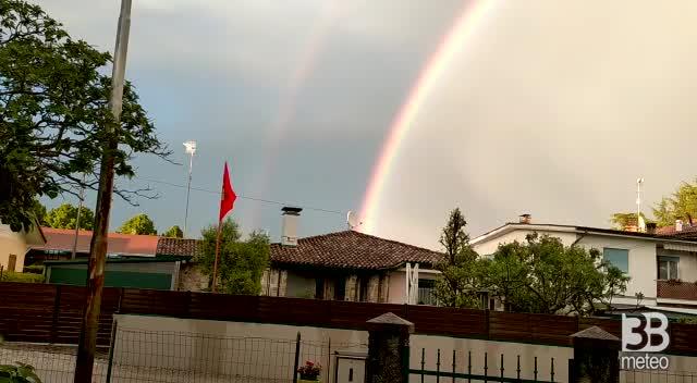 CRONACA METEO - Udine, dopo il temporale arriva l'arcobaleno. Sul Natisono lo si vede addirittura doppio - VIDEO