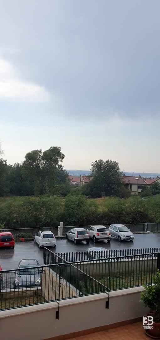 CRONACA METEO DIRETTA - TEMPORALI diurni sul Centro Italia, la situazione in provincia di ROMA - VIDEO
