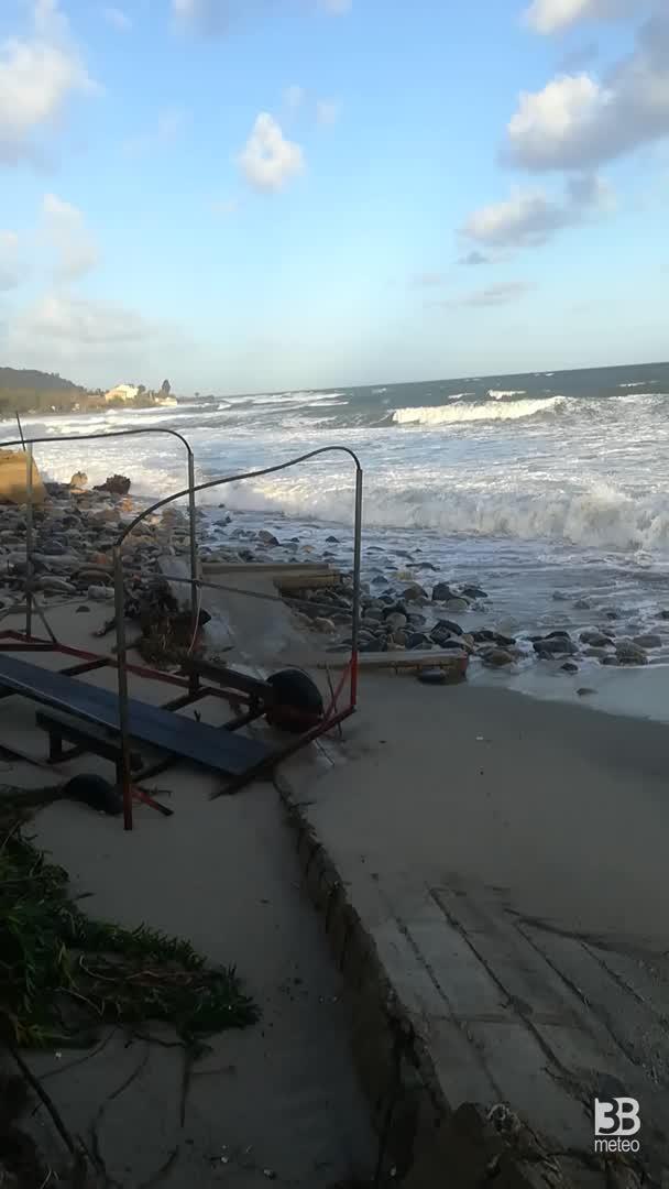 Cronaca METEO VIDEO: devastanti MAREGGIATE al Sud, la situazione in Sicilia