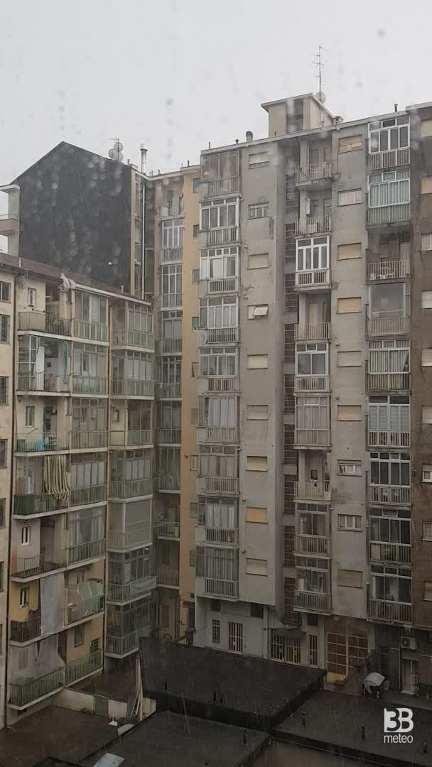 CRONACA METEO VIDEO: forte TEMPORALE CON GRANDINE a TORINO