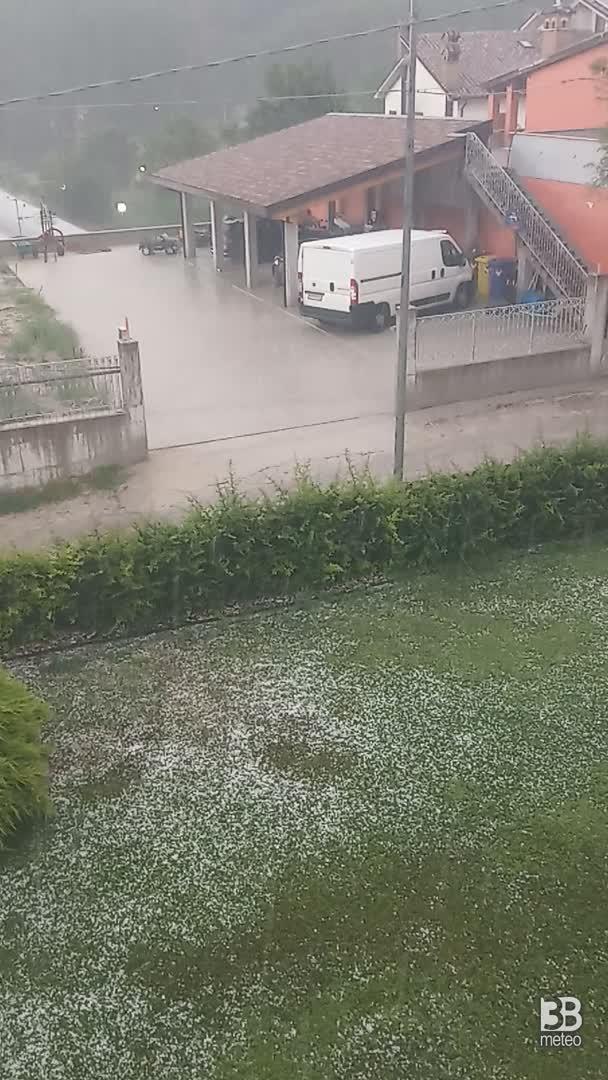 CRONACA METEO - TEMPORALI e GRANDINE raggiungono l'Abruzzo. La situazione vicino a L'Aquila - VIDEO