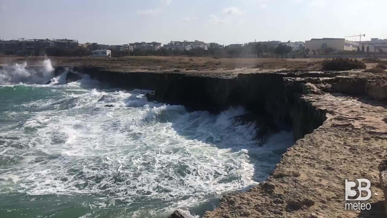 CRONACA METEO - Moto ondoso sostenuto sul basso Adriatico, la situazione in Puglia - VIDEO