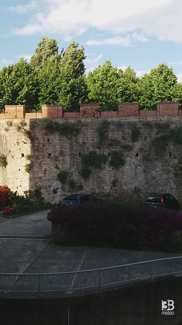 Cronaca meteo VIDEO: sole a Pisa, il video delle mura