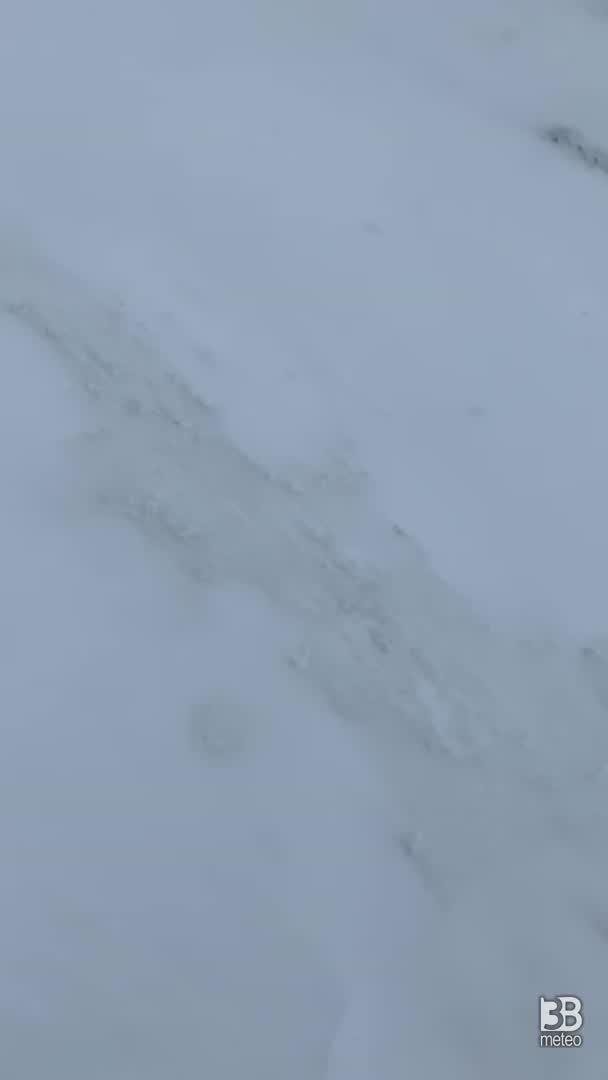CRONACA METEO - NEVE d'aprile sulle Alpi lombarde. Ecco la situazione al Pizzo dei Tre Signori - VIDEO