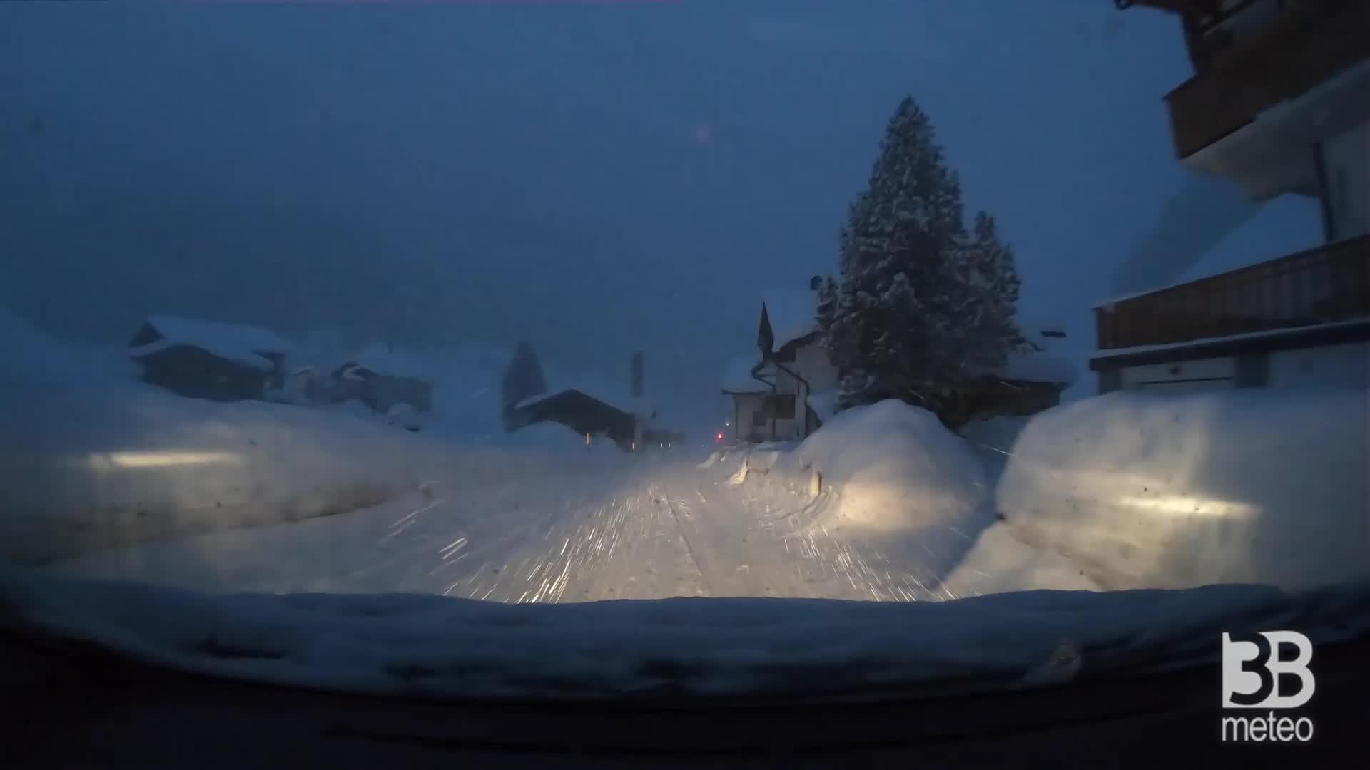 Immagine 1:METEO ALPI | Situazione critica in Valle Aurina (BZ), sepolta da oltre un metro di *NEVE [VIDEO]