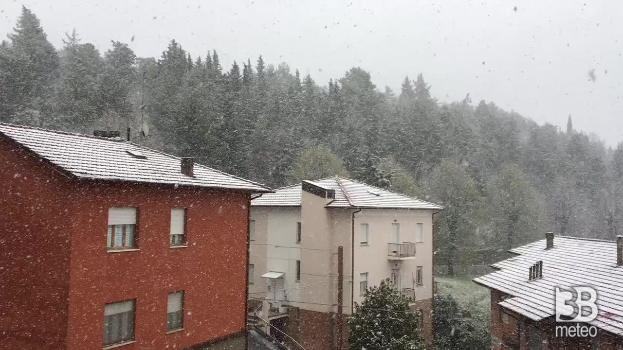CRONACA METEO - Irruzione artica sull'Italia, la neve imbianca URBINO - VIDEO