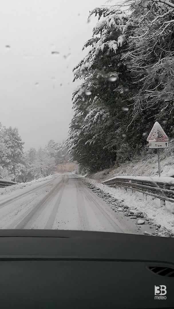 Cronaca Meteo diretta - Neve in atto sulla strada panoramica del Conero, Ancona. VIDEO