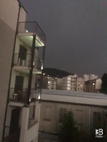 METEO diretta Como, si avvicina un temporale. VIDEO
