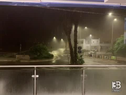 Cronaca meteo VIDEO, MALTEMPO PUGLIA: nubifragio con raffiche molto forti