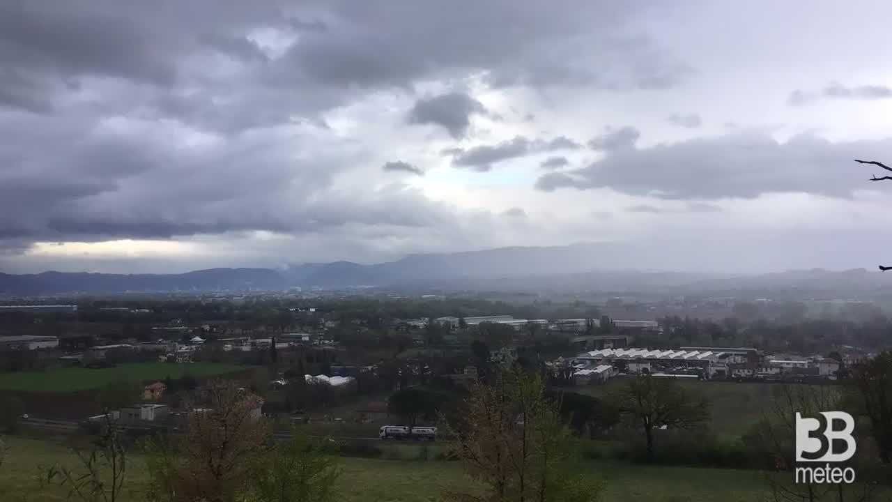 CRONACA METEO DIRETTA - Il maltempo di lunedì in timeapse a Narni, in provincia di Terni - VIDEO