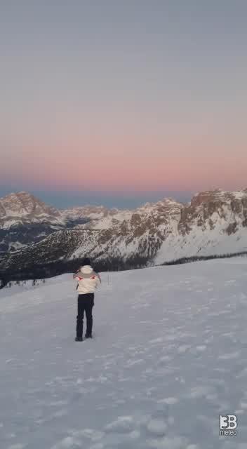 Meteo NEVE: Cieli sereni al Passo giau pieve di cadore (bl). VIDEO