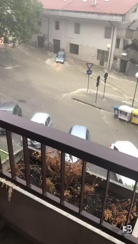 Pescara: auto trascinate dalla furia dell'acqua