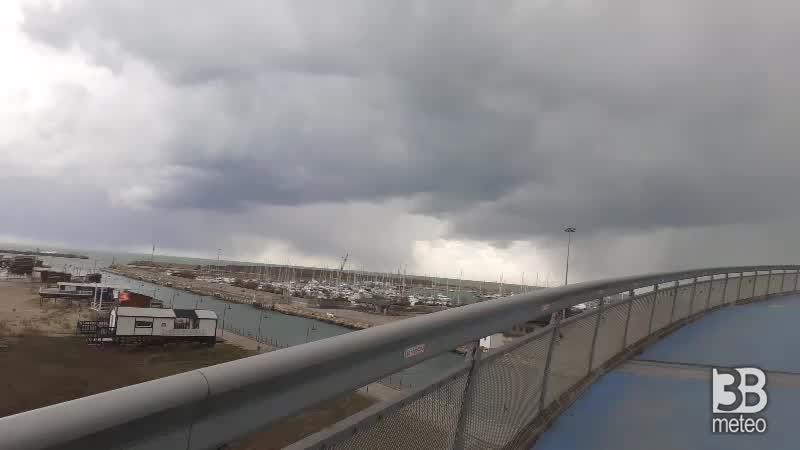 Cronaca meteo DIRETTA VIDEO: FORTE VENTO in Abruzzo, la situazione a Pescara