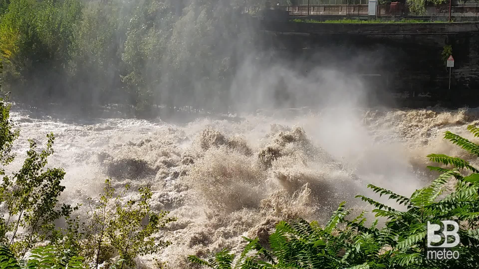 Cronaca METEO DIRETTA VIDEO: piena del fiume Brembo