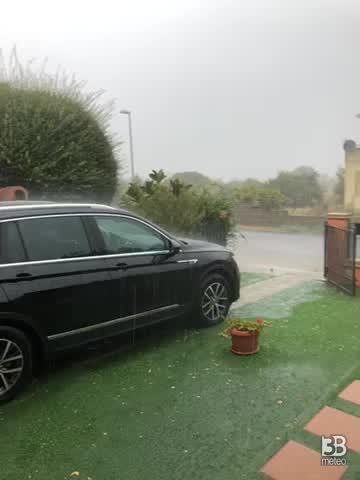 Pioggia e piccola grandine