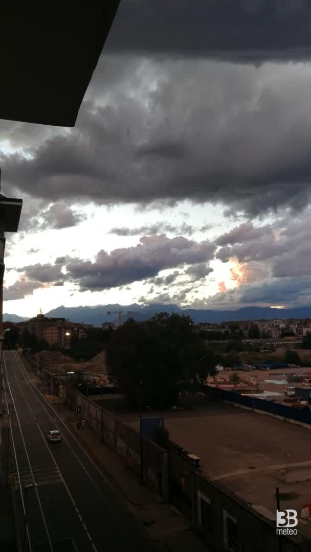 Cronaca meteo video: CIELO SUGGESTIVO a TORINO