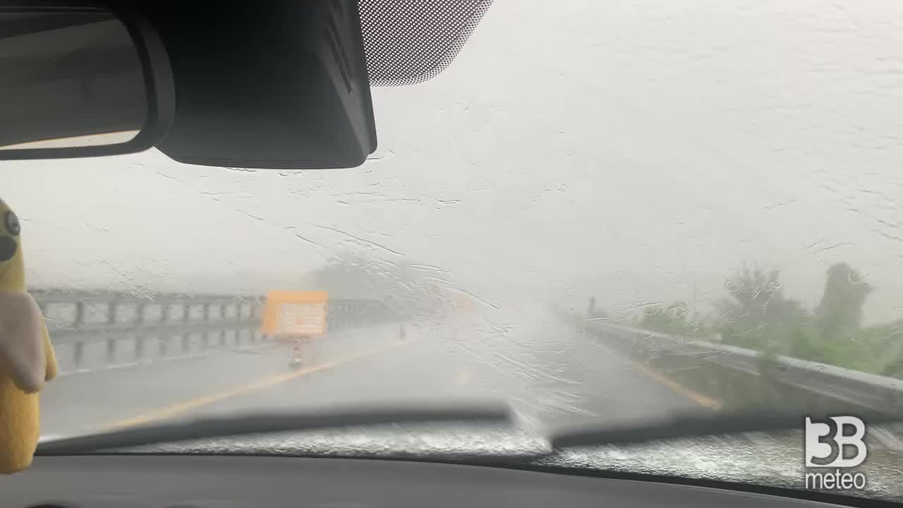 Pioggia sull'autostrada