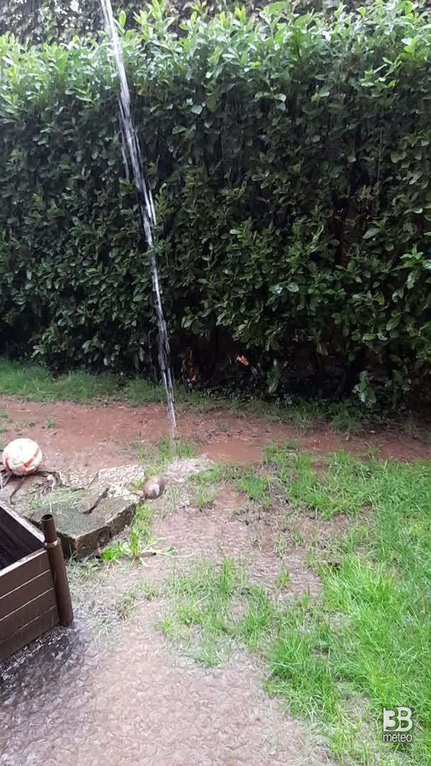 CRONACA METEO DIRETTA - LOMBARDIA, pioggia torrenziale a Saronno - VIDEO