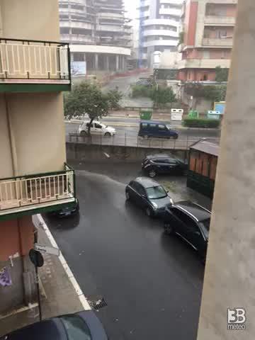 CRONACA METEO - Piogge e temporali raggiungono il Sud Italia, la situazione a Crotone - VIDEO