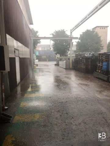 CRONACA METEO DIRETTA - Violenti TEMPORALI raggiungono l'Emilia. La situazione in provincia di Modena - VIDEO