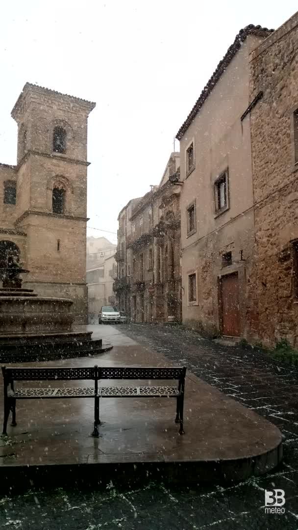 CRONACA METEO DIRETTA - NEVE in Sicilia, si imbianca anche Enna - VIDEO