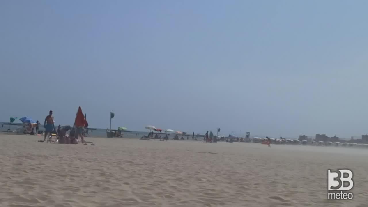 CRONACA METEO DIRETTA - Si intensifica il vento sulla costa marchigiana. la situazione a Senigallia, provincia di Ancona - VIDEO