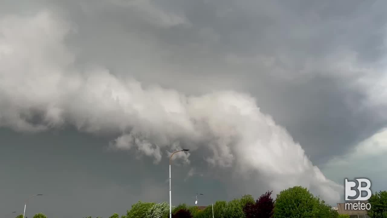 Cronaca meteo VIDEO LOMBARDIA. FORTE TEMPORALE a Morengo