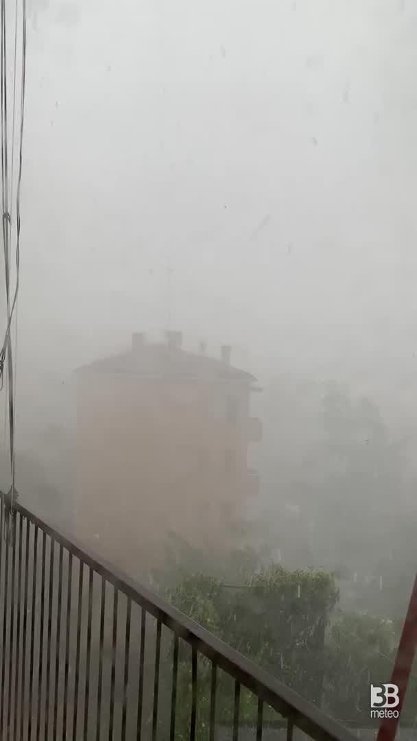 CRONACA METEO - Forti TEMPORALI e NUBIFRAGI in Val Padana. La situazione a MODENA - VIDEO