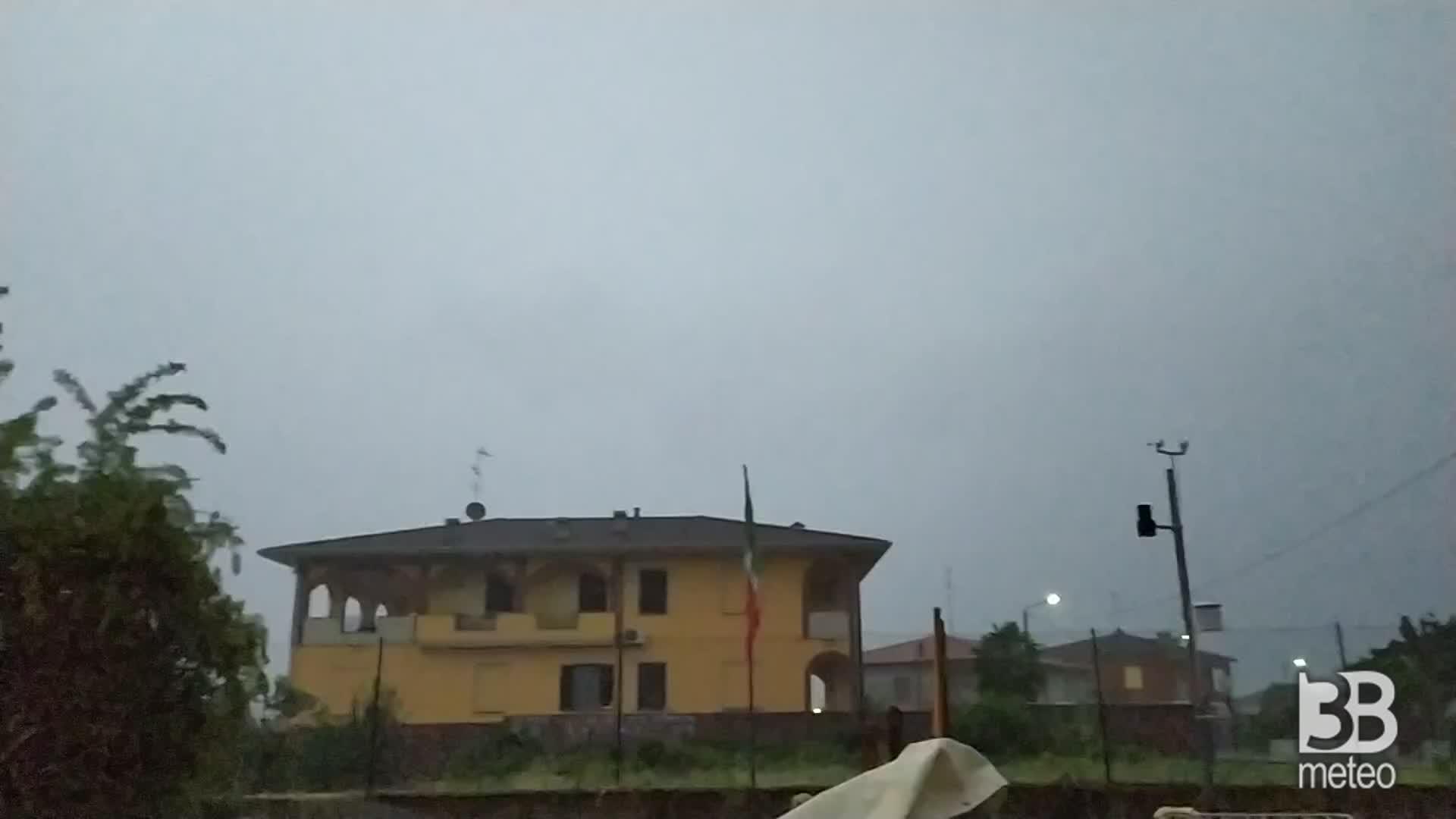 CRONACA METEO - Altre piogge abbondanti e temporali venerdì sera in Val Padana. La situazione intorno a Pavia - VIDEO